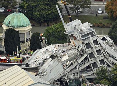 فرو ریختن ساختمان ها در اثر زلزله کرایست چرچ