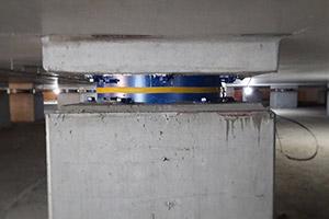 ساختمان دیتاسنتر مجهز به جداساز اصطکاکی پاندولی