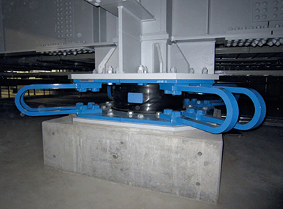 ترکیب جداساز لرزه ای و میراگر فولادی برای کنترل ارتعاشات لرزه ای