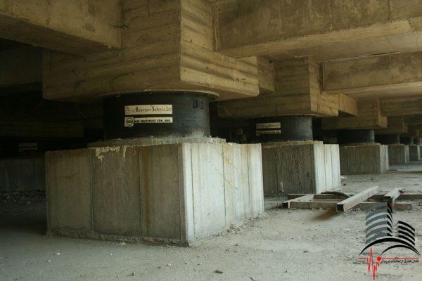 ساختمان ویولت گاردن تهران توسط جداسازهای شرکت رابینسون سایزمیک جداسازی لرزه ای شده است