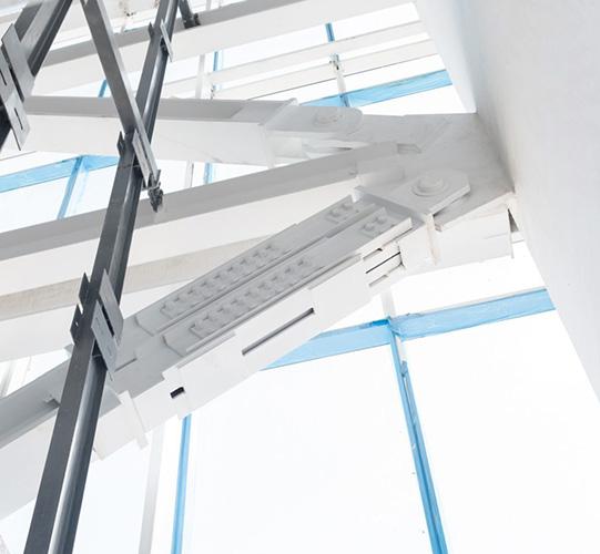 استفاده از میراگر اصطکاکی در برج 180 متری اداری به منظور محافظت از جان و سرم