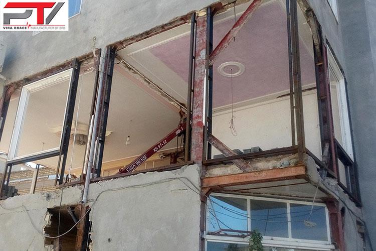 تصویری از مقاوم سازی ساختمان مسکونی (2) با مهاربند کمانش تاب (BRB) تولید شرکت پویا تدبیر ویرا (ویرا بریس). این ساختمان در شهرستان سرپل ذهاب واقع است.