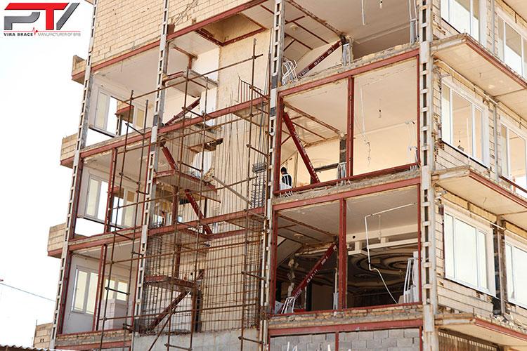 تصویری از مقاوم سازی ساختمان مسکونی (4) با مهاربند کمانش تاب (BRB) تولید شرکت پویا تدبیر ویرا (ویرا بریس). این ساختمان در شهرستان سرپل ذهاب واقع است.