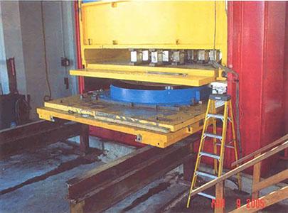 آزمایش جداساز اصطکاکی پاندولی پروژه سکوی نفتی با ابعاد واقعی تحت اثر نیروی فشاری