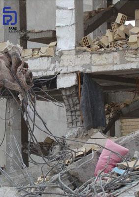 شکل 5: تخریب در ناحیه اتصال به دلیل کیفیت پایین بتن و فاصله زیاد خاموت ها - زلزله کرمانشاه