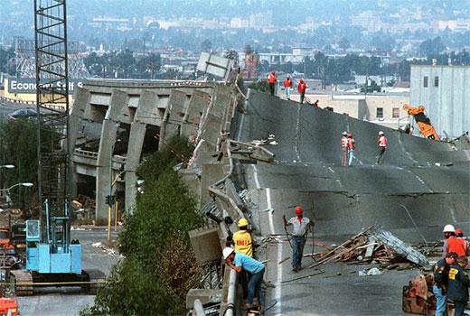 حسارت های شدید به پل ها و شریان های ارتباطی در زلزله مدیریت بحران را دچار چالش می کند.