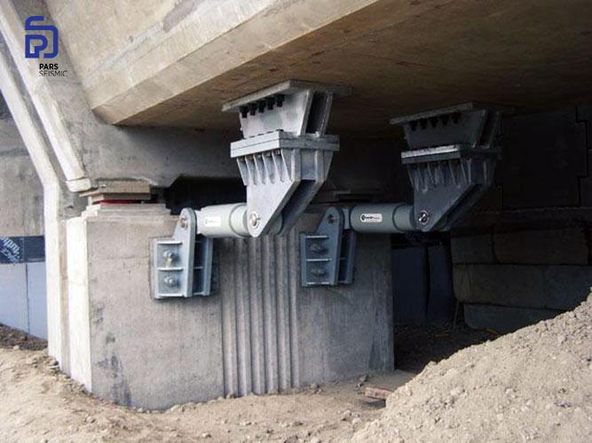 استفاده از ترکیب میراگر ویسکوز (دمپر ویسکوز) و تکیه های لغزنده برای استهلاک انرژی زلزله در یک پل