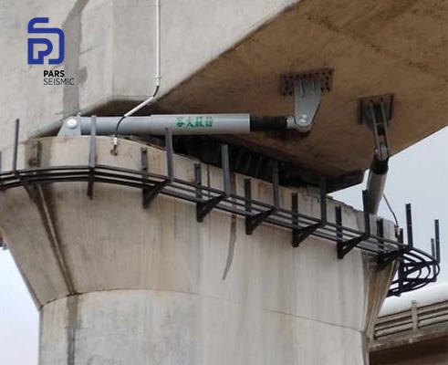 مقاوم سازی یک پل شهری به کمک میراگر ویسکوز (دمپر ویسکوز) شرکت Road. به کمک این میراگر ویسکوز انرژی زلزله مستهلک می شود