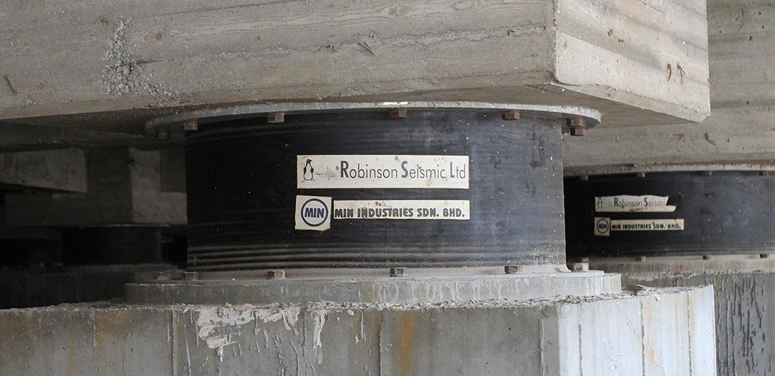 جداساز سربی لاستیکی (LRB) شرکت رابینسون سایزمیک - جداسازی لرزه ای ساختمان مسکونی در تهران